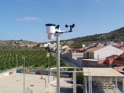 MeteOrihuela instala una estación meteorológica en el Colegio de Hurchillo
