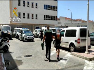 Detienen dos veces en Torrevieja a un hombre por cometer diez robos