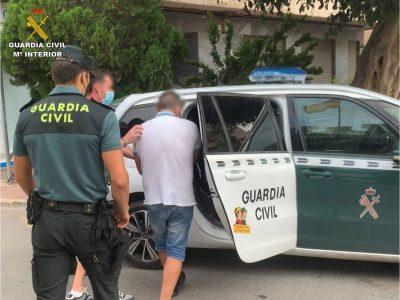 Detienen a un hombre que golpeó a una anciana para robarle el bolso en Callosa