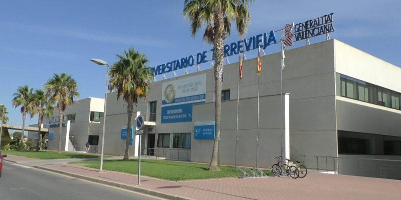 Sanidad prepara la fase final de la integración del Hospital de Torrevieja a la gestión pública