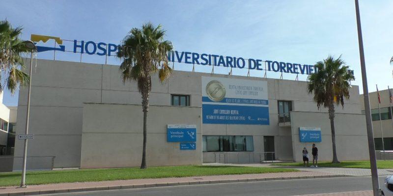 Los Sindicatos del Hospital de Torrevieja denuncian recortes previos a la reversión